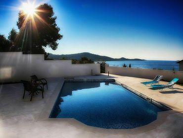 Moderní vila s bazénem a výhledem na moře, Ražanj, Chorvatsko