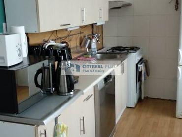 ZNÍŽENÁ CENA!!! Predám veľký 2 izbový byt v Komárne neďaleko centra.