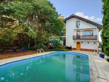 Na predaj 7 izbový  rodinný dom s garážou a bazénom v Šamoríne, časť Mliečno