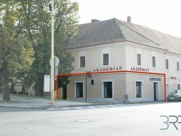 NA PRENÁJOM - Obchodné/kancelárske priestory v centre mesta Holíč