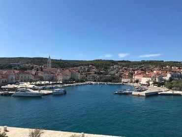 Stavebné pozemky od 500m2 v Chorvátsku - krásny Brač, kúsok od Splitu - pláže, reštaur. - investujte