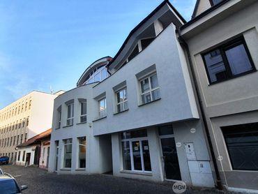 REZERVÁCIA - Exkluzívne na predaj unikátna polyfunkčná budova v historickom centre Žiliny