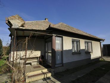Ponúkam na predaj rodinný dom v kľudnej a tichej lokalite mesta Hurbanovo