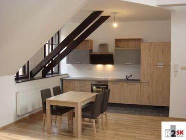 Prenajmeme 3 izbový byt, Žilina - centrum, Farská ul., R2 SK.