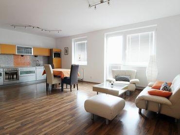 PRENÁJOM - veľmi pekný 2i byt s balkónom, Tomášikova, BA II.