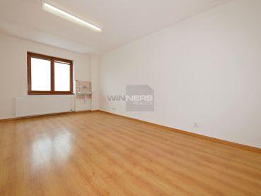 PRENÁJOM: Kancelárie 20 - 40 m2 Ružomberok, parkovanie bezplatné.