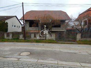 Ponúkame na predaj rozostavaný rodinný dom v Hurbanove.