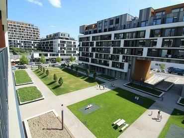 Rezervované - Slnečnice-Zóna Mesto, 2i byt s parkingom a veľkou loggiou