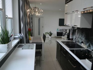 EXKLUZIVNÝ a MODERNE ZREKONŠTRUOVANÝ 3 izbový byt s balkónom v starej časti mesta,72 m2 - Žilina
