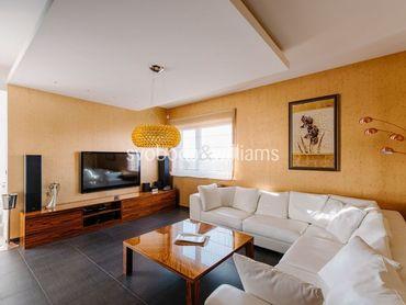 REZERVOVANE Strešný 4 izbový mezonet s dvomi saunami, vírivkou, 4 parkovacími státiami a terasami
