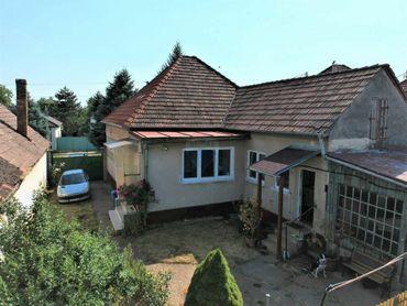 =RE/MAX= Na predaj zdravý, starší, 4 izbový rodinný dom s pozemkom 1.617 m2