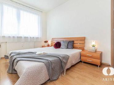 REZERVOVANÉ-Priestranný zariadený 3 izbový byt s loggiou v obľúbenej lokalite