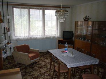 Predávame veľký  6 - izbový rodinný dom  pri Hurbanove