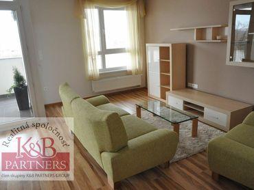 Ponúkame Vám na prenájom zariadený 2-izbový byt s garážovým státím v Trenčíne na ulici Rybárska v ko