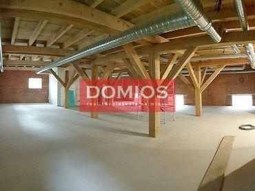 Prenájom klim. obchod. priestorov (178 m2, 1. p., kuch., WC, parking)