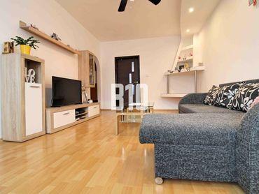 Hviezdoslavova - 3 a pol izbový byt s balkónom po kompletnej rekonštrukcii v tichom prostredí