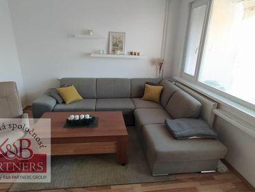 Ponúkame Vám na prenájom zariadený 2 izbový byt s garážou v Trenčíne na ulici Hviezdoslavova