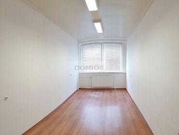 Prenájom klim. kancelárie (18,21 m2, 1k, 4. p., 5.13, WC, výťah, parking)