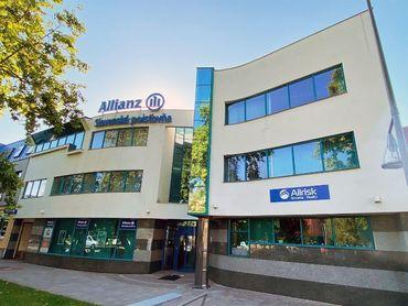 Na predaj administratívna budova v centre - Hlavná - Šaľa