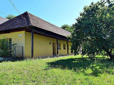 Starší rodinný dom, v centre obce, na parc. 2364 m2 - Dolné Vestenice okres PRIEVIDZA