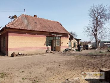 Ponúkame na predaj menší dom s pozemkom v Hurbanove