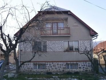 Ponúkame na predaj veľký 4  - izbový rodinný dom v širšom centre