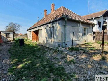 Na predaj rodinný dom  pozemok 2297m2 Košúty