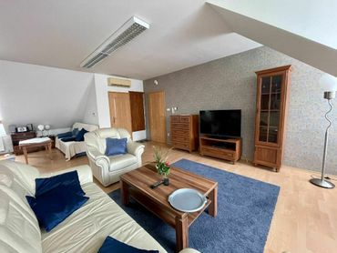 NA PRENÁJOM: Veľký klimatizovaný 2-izbový byt s výmerou 100m2 v centre Trnavy s garážovým státím