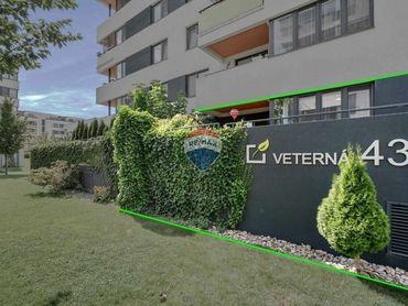 3D OBHLIADKA: PREDAJ 2 izb. bytu, Veterná ul. - Arboria, Trnava, terasa, predzáhradka, 2x parking