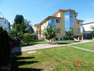Na predaj veľký 2-podlažný rodinný dom pre trvalé bývanie s možnosťou firemného zázemia, BA II., Trn