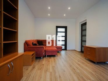 Rezervované - Veľký 2 izbový kompletne prerobený byt na Štúrovej ulici, možnosť ponechať zariadenie.