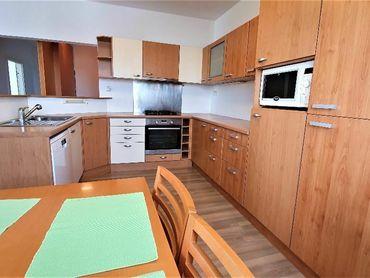 Apartim s.r.o. predá veľmi pekný, priestranný 3 izbový byt s garážou v Starom meste na Bartókovej ul