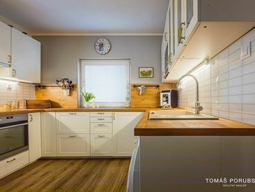 Štvorizbový rodinný dom na Zobore, slepá ulička, garáž, pozemok 525 m²