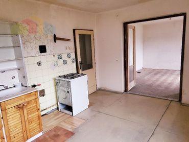 2 izbový  byt  Bánovce nad Bebravou, CENTRUM, 56 m2 ,BALKÓN ,PIVNICA