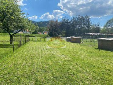 Rovinatý stavebný pozemok 27 km od B. Bystrici a 12 km od Brezna, výmera pozemku je 1 500 m2 – cena