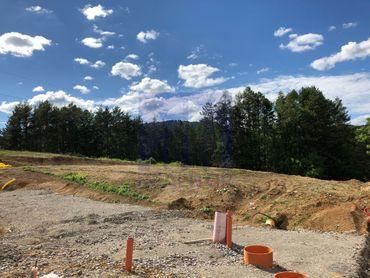 **Ponúkame na predaj stavebný pozemok pre rodinný dom / dvojdom -  1.260 m2 - Suchý vrch**