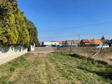 Novinka! Stavebný pozemok na predaj v obci Gajary centrum.