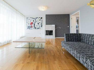 Krásny nadštandardný 4 izbový byt s krbom a parkovaním