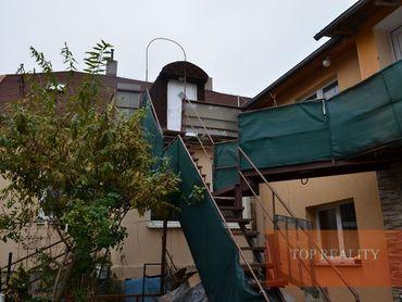 RD /4 samost.bytové jednotky+podnikateľké priestory 92 m2,záhrada.CENTRUM mesta SEREĎ