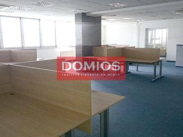 Prenájom klim. kancelárií v modernej AB v centre (3.200 m2, výťah, parking)