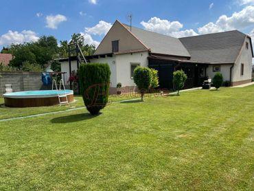 Trojgeneračný rodinný dom vo Hviezdoslavove s veľkým pozemkom