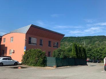 2-izbový byt 60m2 predzáhr. 58m2, parking, Jazero