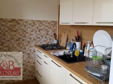 Ponúkame  na  predaj  tehlový  3izbový  byt  s  garážou  o  rozlohe  72m2  v  Trenčíne.