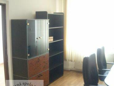 Ponúkame Vám na prenájom kancelárske priestory v širšom centre Trenčína