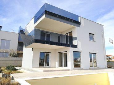 Moderná vila s prekrásnym výhľadom na more