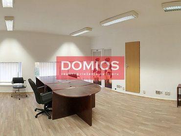 Prenájom kancel. celku (176,30 m2 m2, 3k, 1. p., č. 7, kuch., WC, parking)