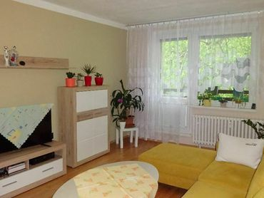 Priestranný 4-izbový byt (100 m²) s balkónom v prostredí plnom zelene, Banská Bystrica–Radvaň, ZĽAVA
