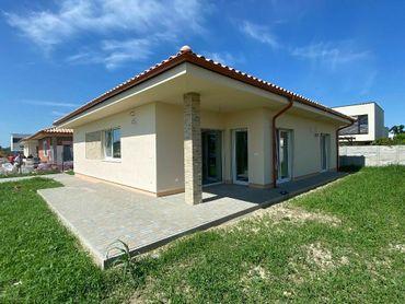 Predáme krásny rodinný dom na exkluzívnom pozemku pri vetrolame v Rovinke!
