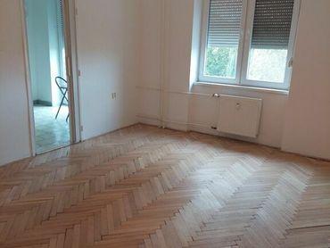 REZERVOVANÉ -  veľký tehlový 2 – izbový byt s balkónom, Petöfiho  ulica Komárno