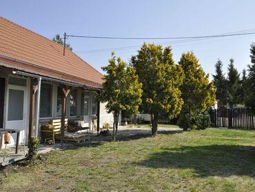 Ponúkam na predaj rodinný dom s pozemkom v Hurbanove- časti Vék